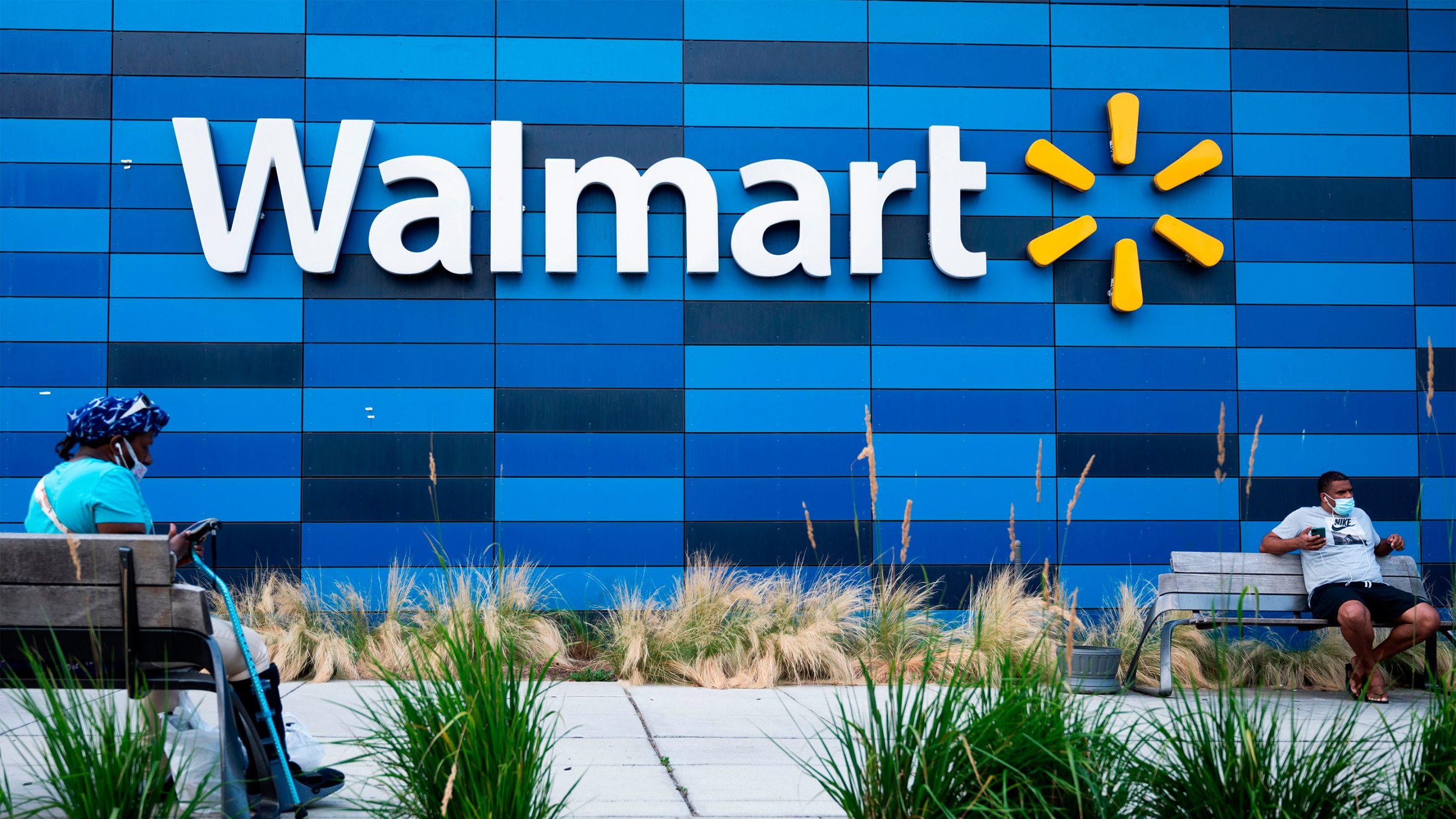 Walmart Experiment: Turns four stores into e-commerce labs