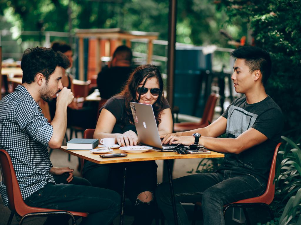 Money Tips for Millennials to Launch their Professional Investment Journey