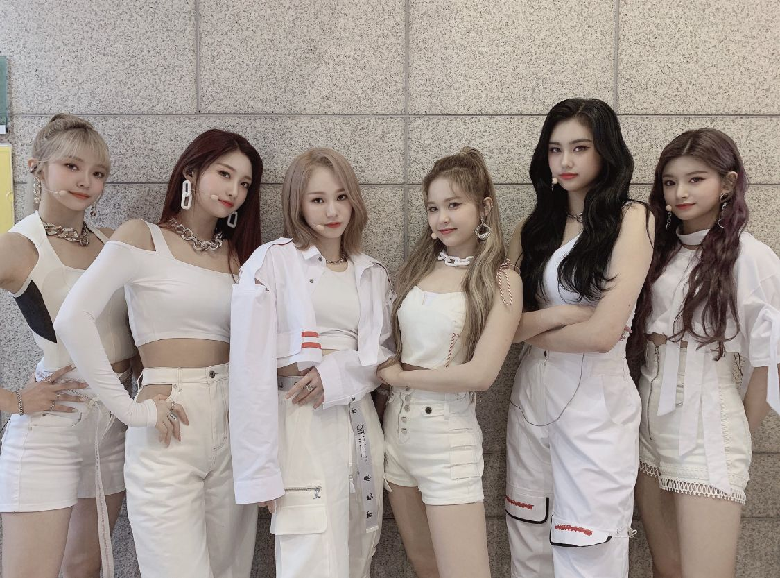 """Style Inspirations and EVERGLOW on New Single """"First,"""" Boy Group Comparisons"""